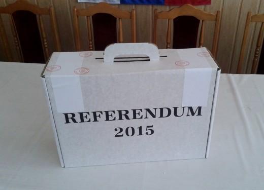 Slovak_referendum,_2015,_portable_ballot_box