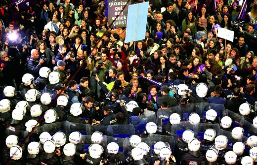 March 8, 2018 in Istanbul, women were stopped.