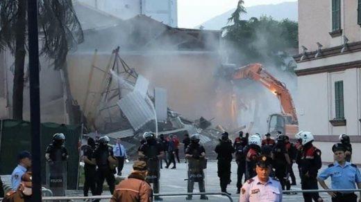 Demolishing of the National Theater Tirana May 17, 2020. PHOTO: Nikola Đorđević, Emerging Europe.