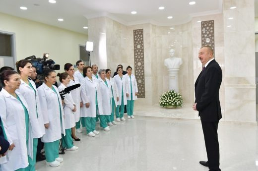 Azerbaijan President Ilham Aliyev greets medical workers. (photo: covid19fund.gov.az