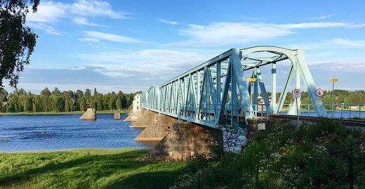 Haparanda-Torneo rail bridge from the Swedish border. Photo: Andreas Lakso.